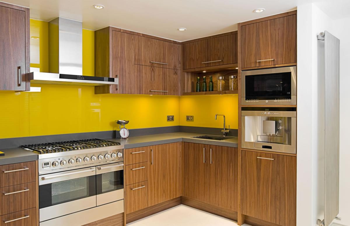 Tiêu chí chọn kính nội thất ốp tường nhà bếp.